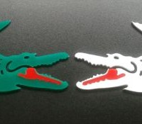 krokodyle wycięte z kolorowej plexi