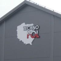 logo firmowe montowane na ścianie