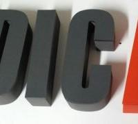 litery ze styroduru z licem z plexi, oklejone matową folią