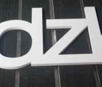 logo z białego pcw