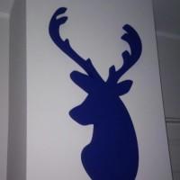 jeleń ze styroduru, malowany natryskowo, dekoracja wnętrza