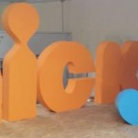 duże, stojące litery - dekoracja eventowa