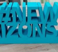 hashtag stojący, ze styriduru