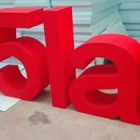 duże, stojące litery eventowe