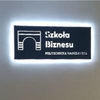 logo z pcw podświetlone od spodu